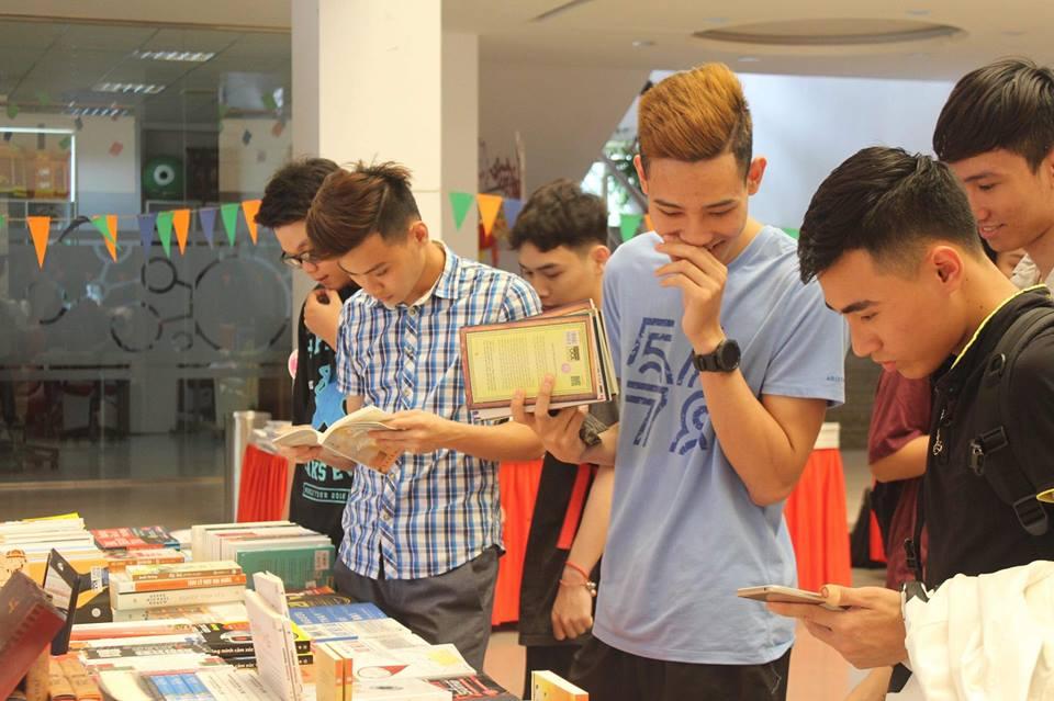 book-fair-dai-hoc-fpt8